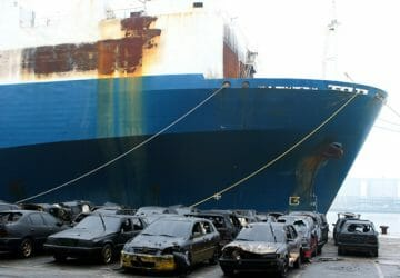 600 cars removed from car carrier, Antwerpen, België
