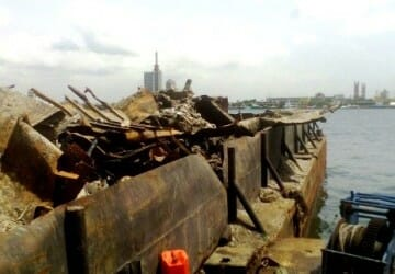 Wreck removal of barge
